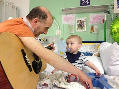 Berlin Heart patient Samuel on Bear Ward, with GOSH music specialist Dr Nick Pickett.